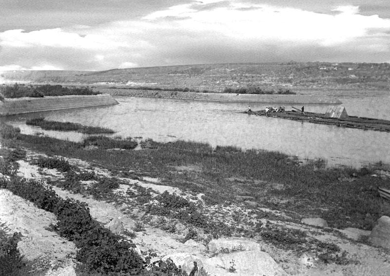 Судоходный канал в пороге Днепра.